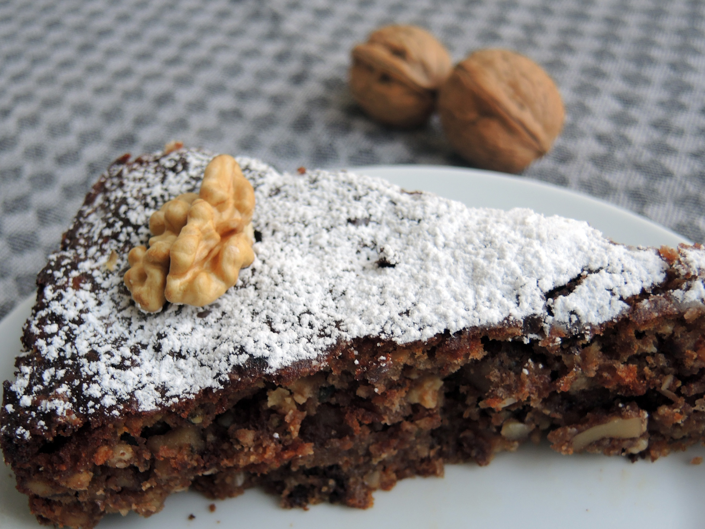 Glutenfreier Walnuss Schoko Kuchen Mit Hanfsamen Marzipan Rezept